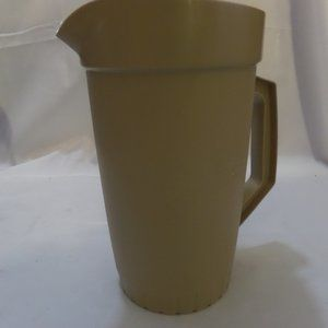 Tupperware Pitcher w/ push button lid #800-9 Almon